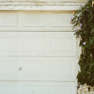 3 Tell-Tale Signs It's Time to Replace That Garage Door